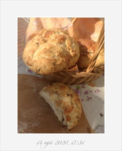 Pane con formaggio e cipolla